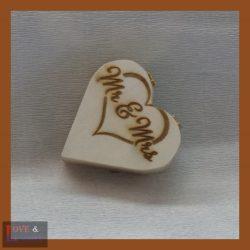 Szív alakú fa ajándék doboz egyedi felirattal