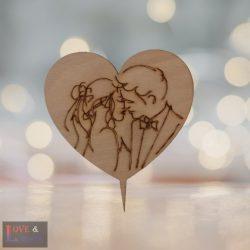 Szív alakú csók mintás esküvői tortadísz