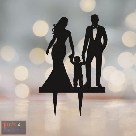 Menyasszony vőlegény kisgyermekkel mintás esküvői tortadísz