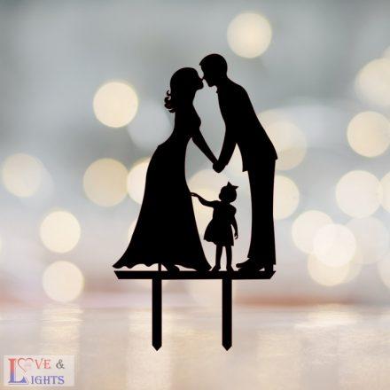 Menyasszony vőlegény kislánnyal mintás esküvői tortadísz -1