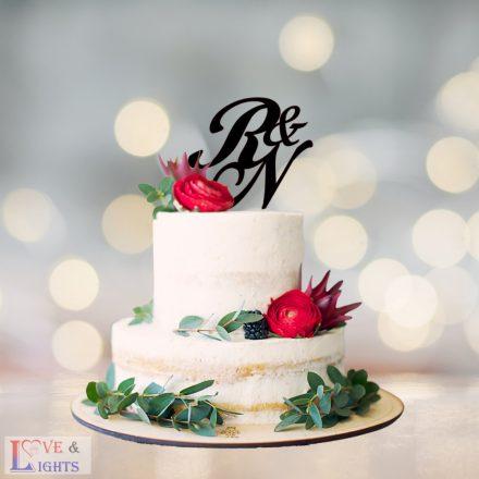 Monogram mintás esküvői tortadísz