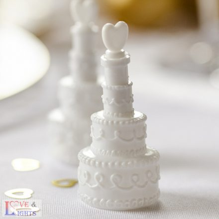 Fehér esküvői torta formájú szappanbuborék fújó