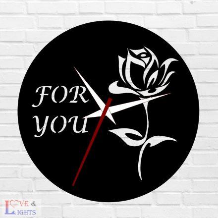 Rózsa mintás egyedi feliratos óra