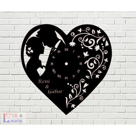 Szív alakú óra egyedi felirattal