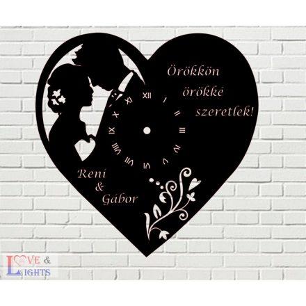 Szív alakú óra két egyedi felirattal